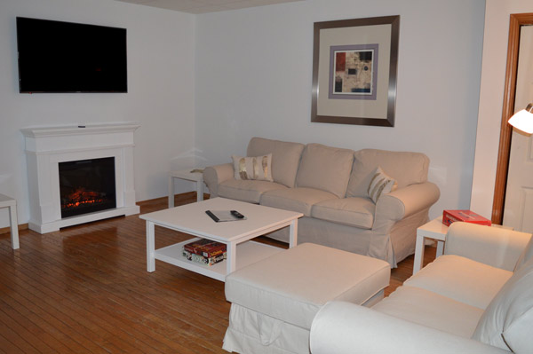 Cuddle in Front of your Fireplace - Living Room, Diane's Cozy Retreat, Port Franks
