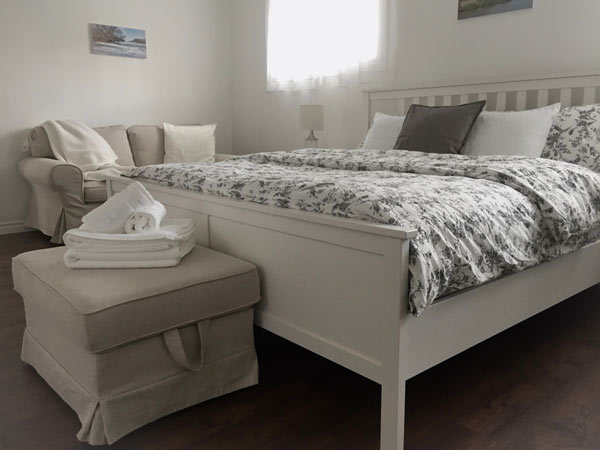 King Bed, Loveseat & Ottoman - Upper Suite Serenity