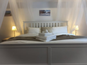 King Size Bed - Romantic Studio Cottage